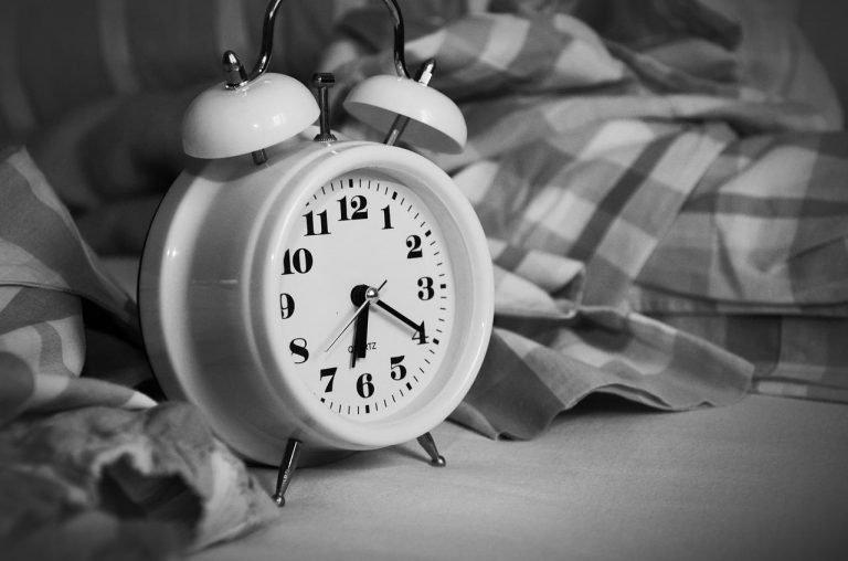 Alarm Clock to Calculate How Much Sleep You Need