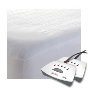 A dual operated heated mattress cover