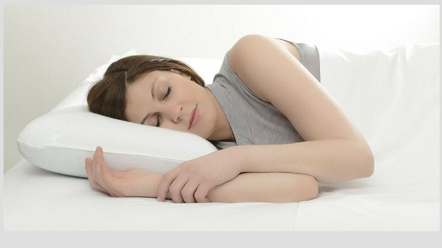 Woman sleeping on a supportive pillow