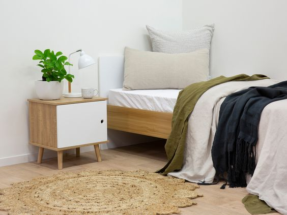 Casual no fuss bedroom design natural wood and white theme