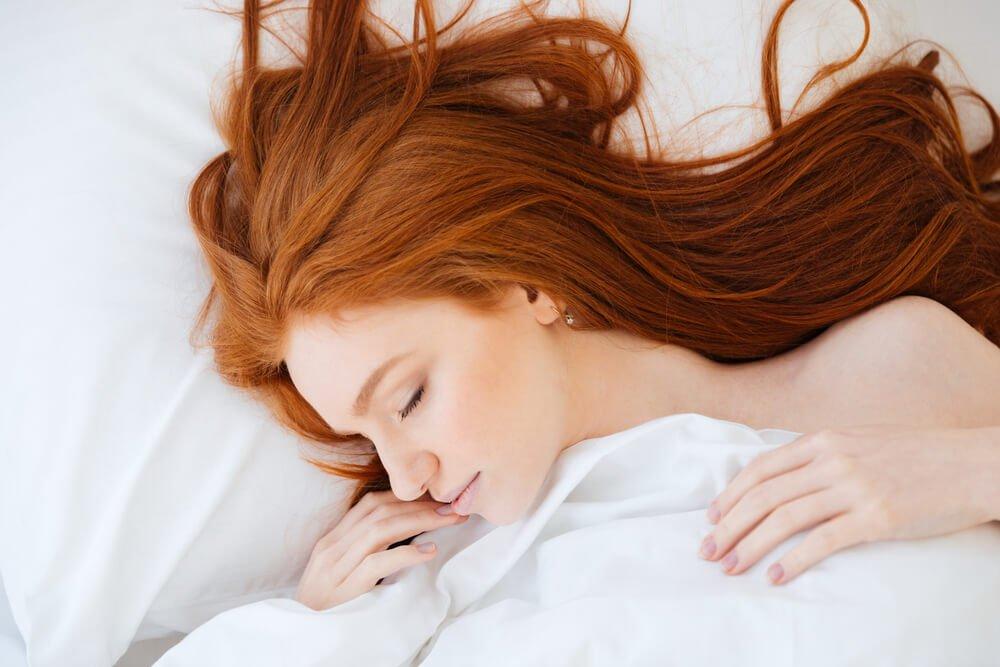 Sleeping on a silk pillowcase prevents bed head